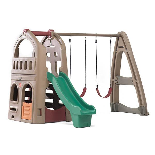Juego de patio Naturally Playfull Playshouse con columpios y tobogán para niños